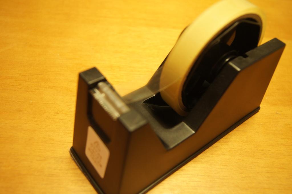 セリアで購入したテープディスペンサー モノクロがシンプルでよかった。