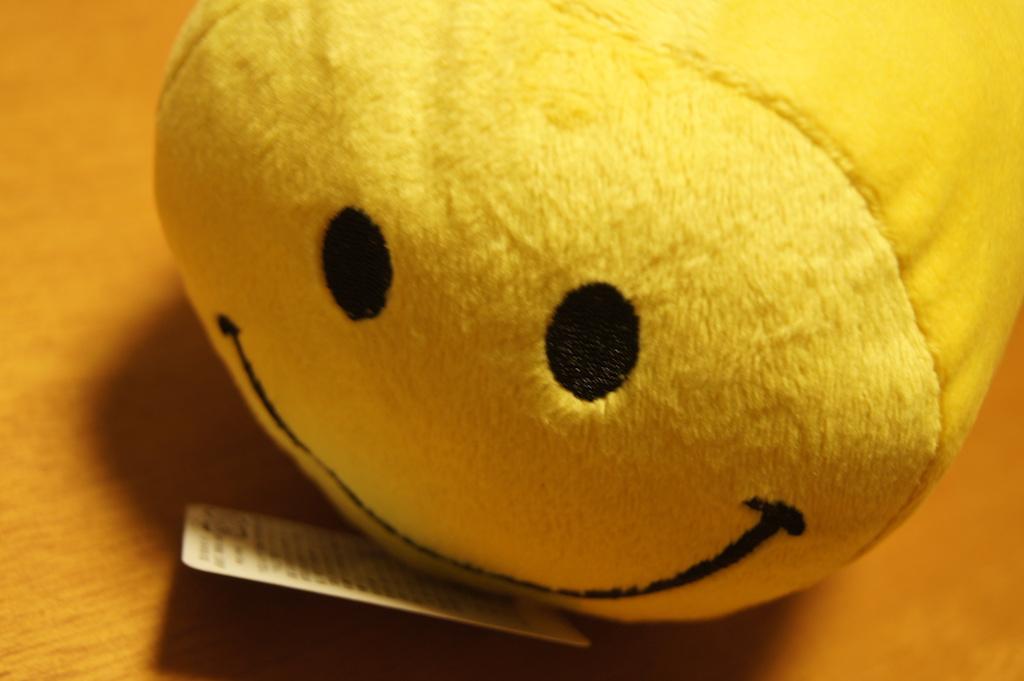 ミカヅキモモコで見つけた可愛いニコちゃん枕♪