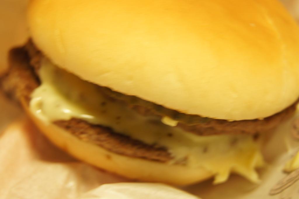 【期間限定】マクドナルド 白星ダブルビーフダブルチーズバーガー(白星ダブダブチ)を食べてみた。